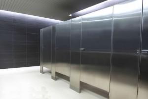 Mamparas para baños de hospitales